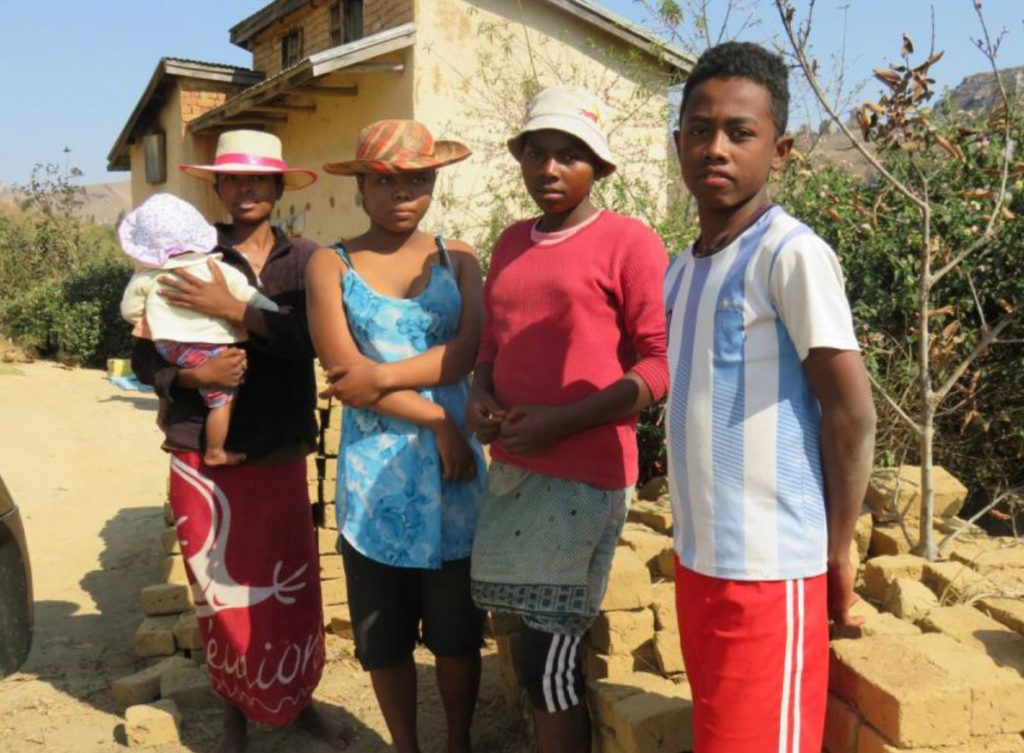 Madagaskar_nuoret2