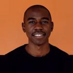 """""""Rohkaisemme muita nuoria kertomaan meille ongelmistaan ja toimimme vertaistukena."""" Samson, 19, Sambia"""